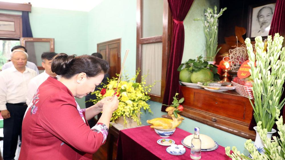 Chủ tịch Quốc hội Nguyễn Thị Kim Ngân dâng hương, tưởng niệm Chủ tịch Hồ Chí Minh tại Nhà 67